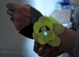 Refleksarmbånd med 1 lysdiode, studentarbeid